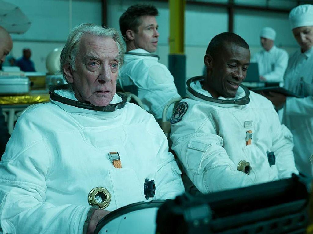Brad Pitt Konsultasi dengan Astronot Betulan untuk Peran Ad Astra