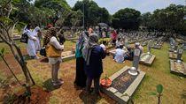 Makam Habibie-Ainun Ramai Peziarah di Hari Pahlawan