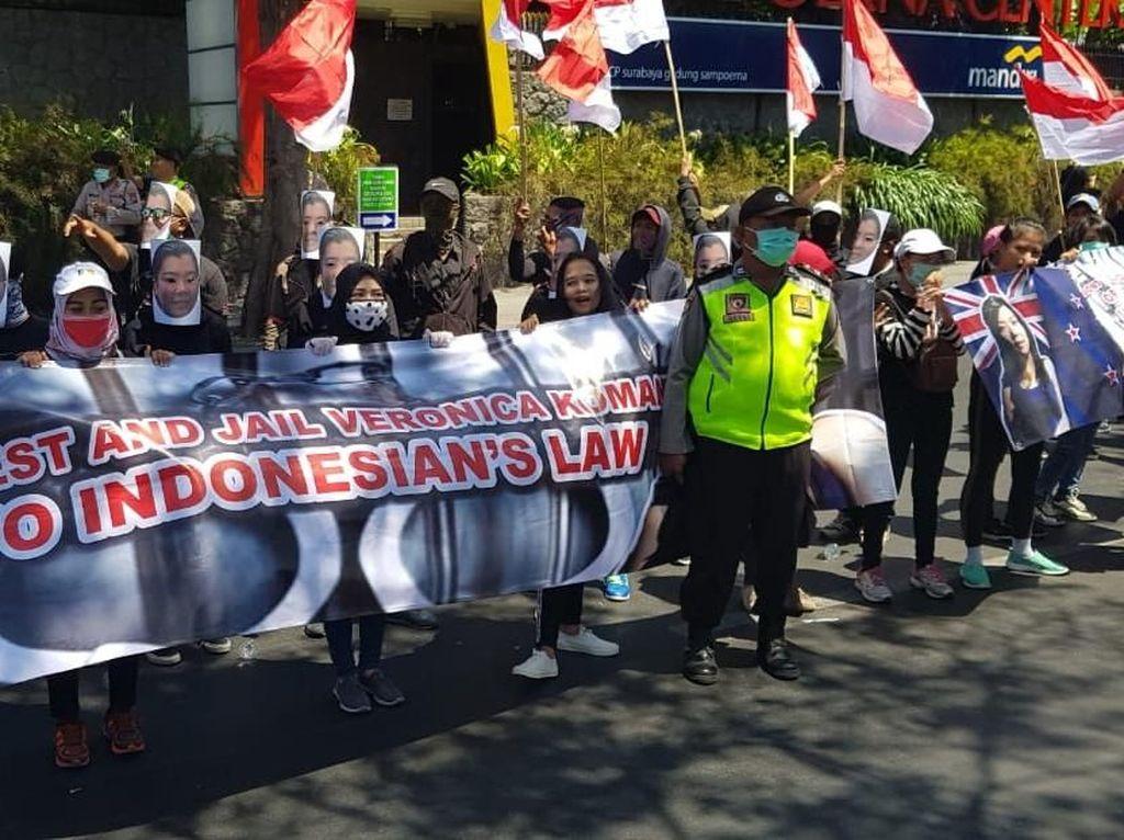 Datangi Konjen di Surabaya, Massa Desak Australia Deportasi Veronica Koman