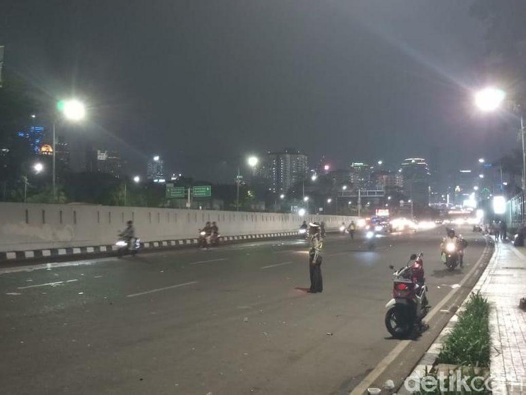 Massa Pendemo Bubar, Lalin di Depan DPR Kembali Dibuka
