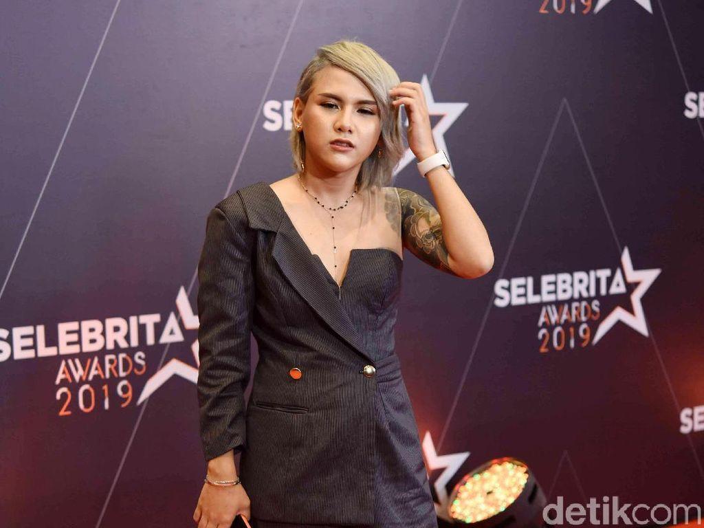 Honor Tak Kunjung Turun, Evelyn Ancam Lapor Polisi