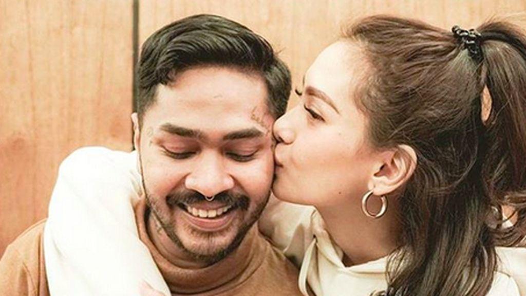 Kemesraan Onadio dan Istri yang Jelang Melahirkan