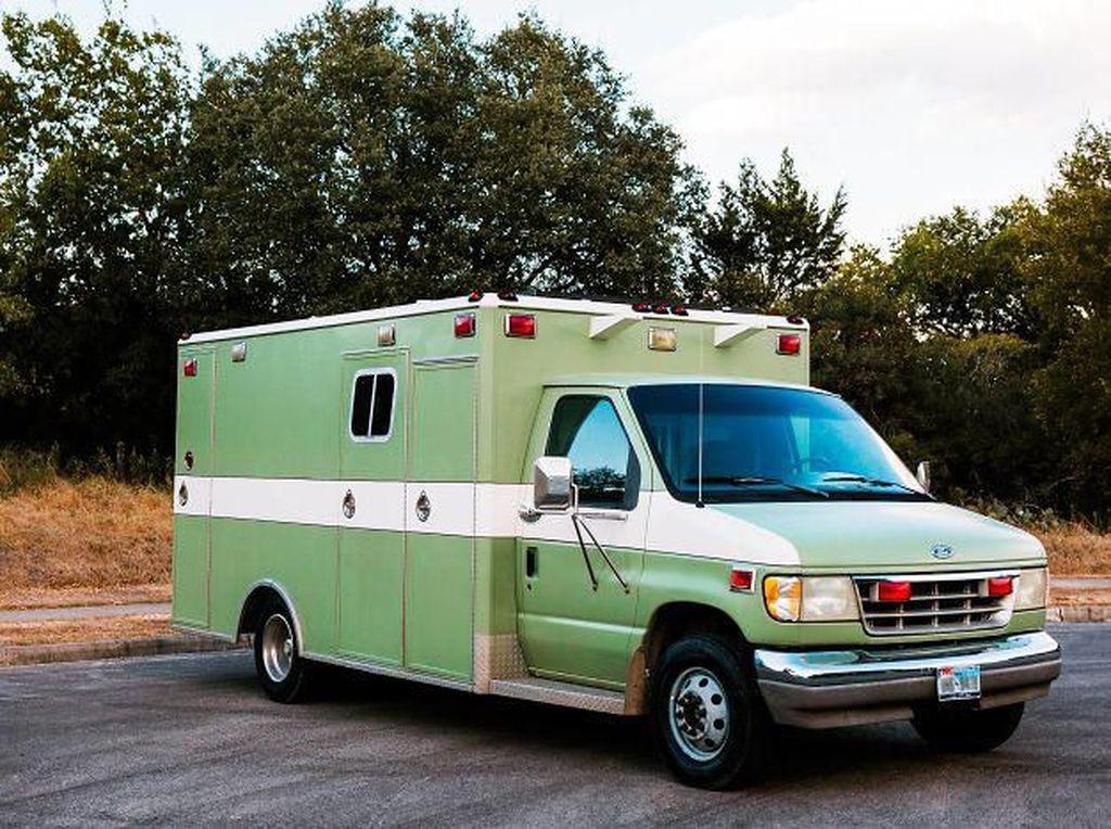 Hii, Ambulans Ini Disulap Dari Penuh Darah Jadi Rumah Singgah