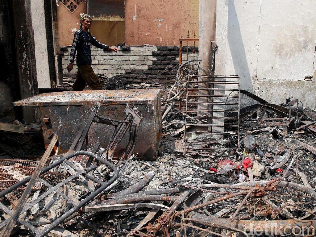 Seragam Ikut Terbakar, Korban Kebakaran Jatinegara Khawatir Sekolah Anaknya