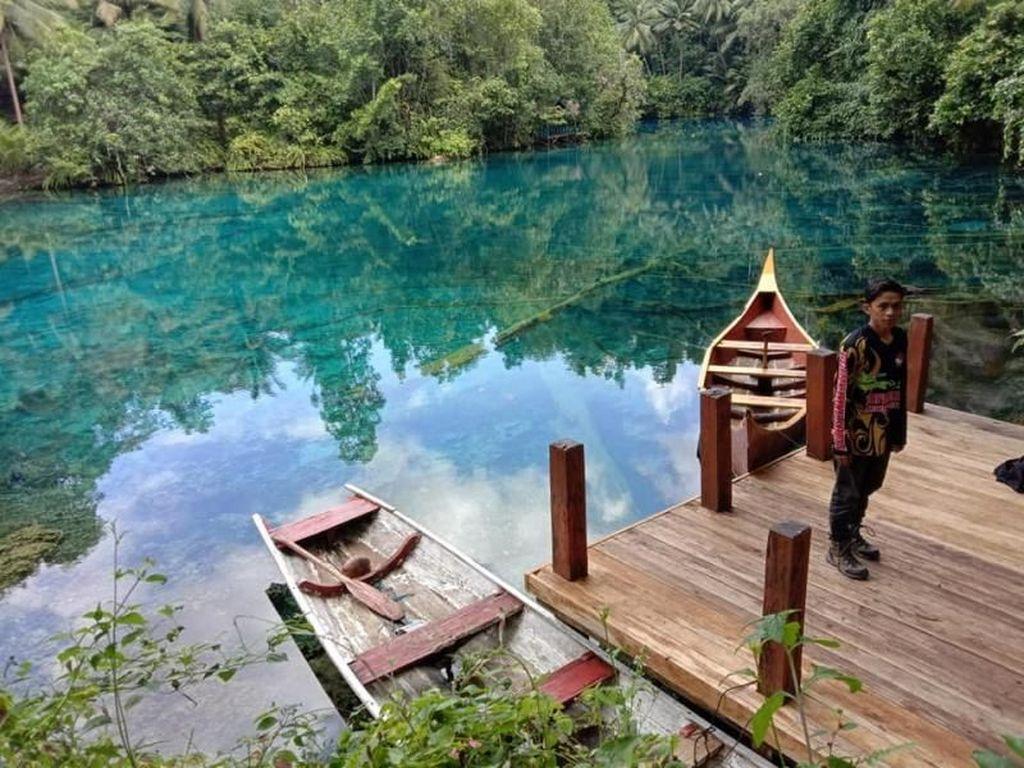 Foto: Danau Cermin yang Menakjubkan di Banggai Kepulauan
