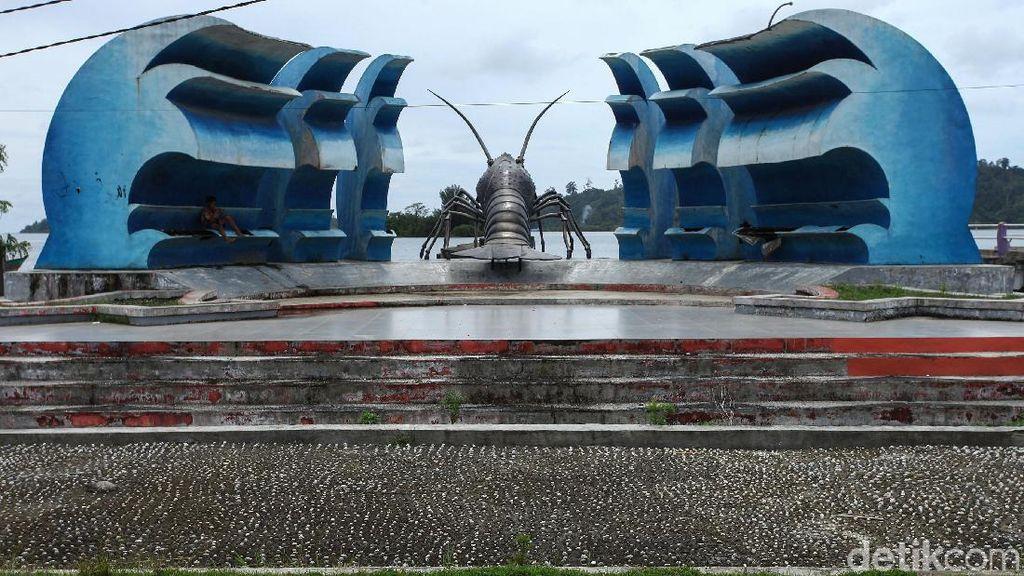 Tugu Lobster Sinabang Tak Terawat