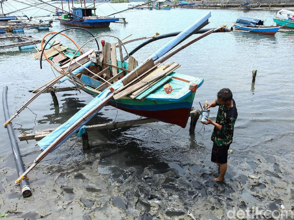 Melihat Perbaikan Kapal Pemburu Lobster di Simeulue