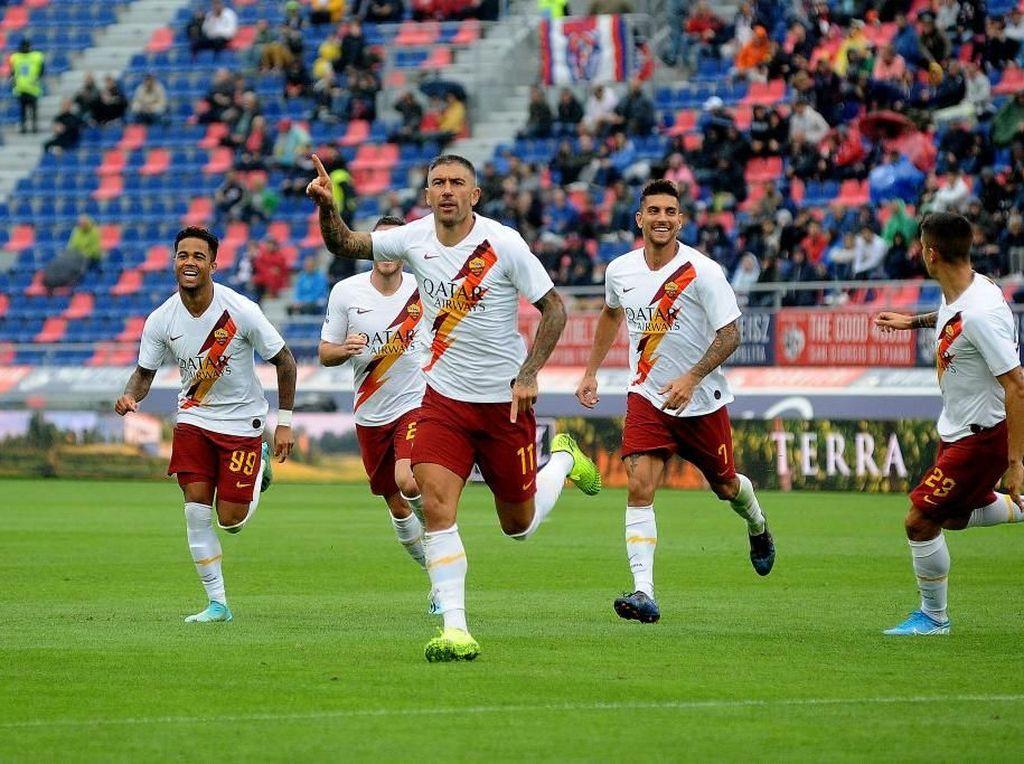 Hasil Liga Italia: 10 Pemain Roma Kalahkan Bologna 2-1