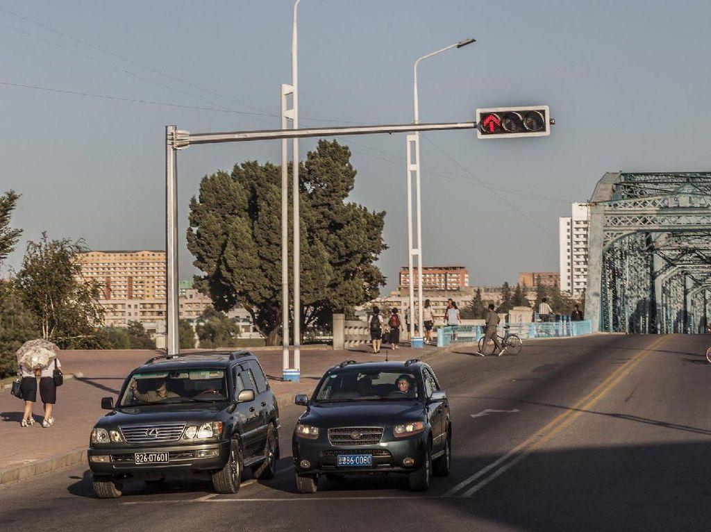 Langka Nih! Penampakan Transportasi di Negara Kim Jong Un