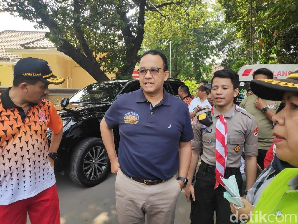 Anies Bakal Beri Insentif Pengguna Kendaraan Listrik di Jakarta