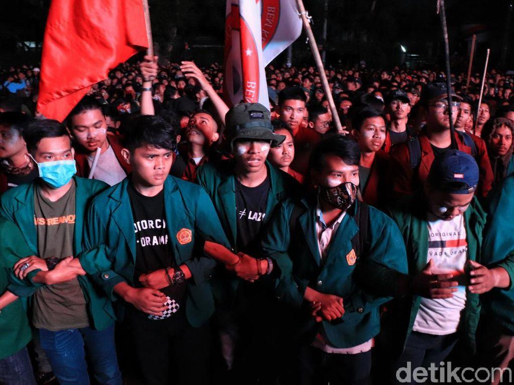 Suasana Terkini Demo Mahasiswa di Bandung
