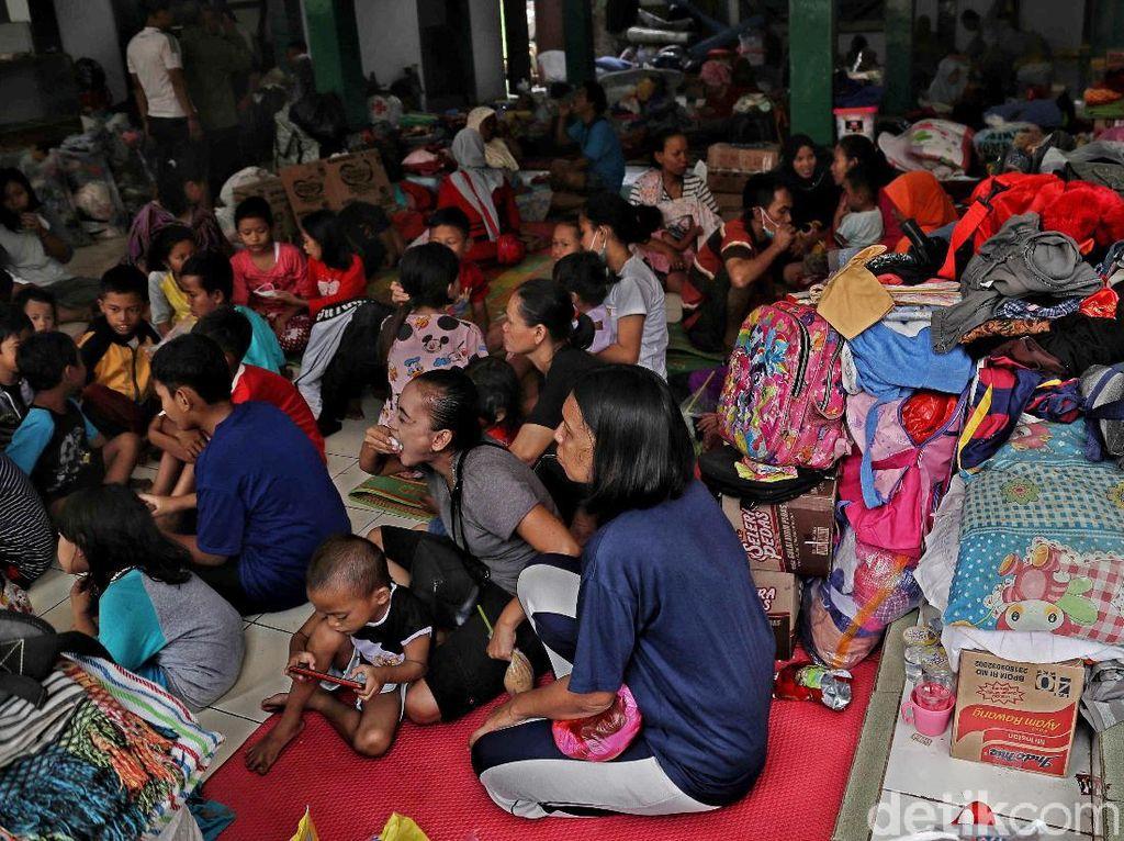 Melihat Pengungsi Korban Kebakaran di Jatinegara