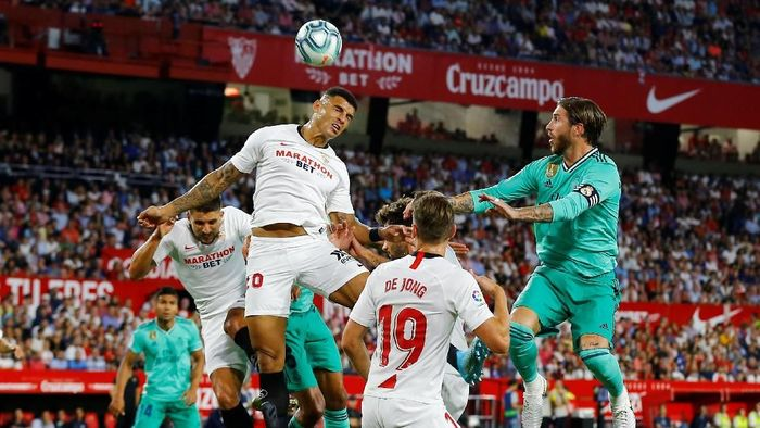 Real Madrid meredam Sevilla. (Foto: Marcelo Del Pozo / Reuters)