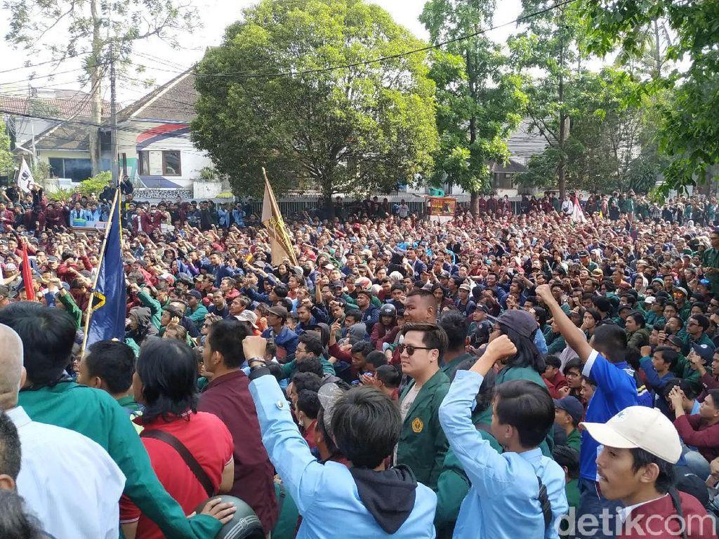 Ribuan Mahasiswa Bandung Juga Turun Jalan, Suarakan Save KPK