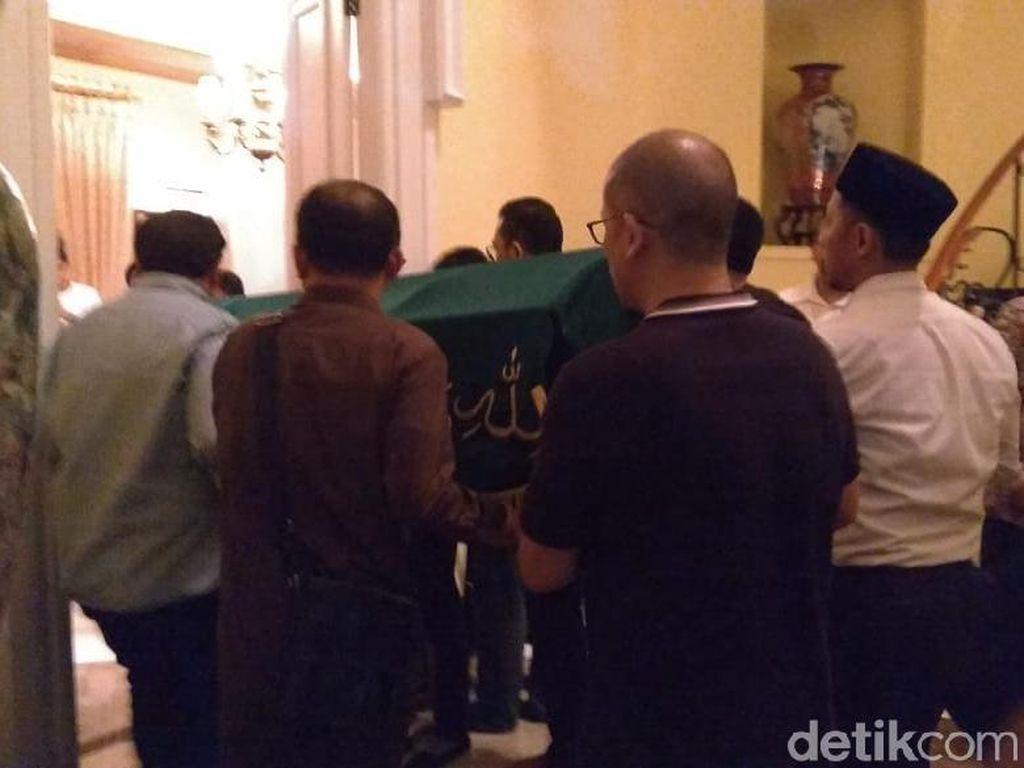 Jenazah Mantan Gubernur BI Arifin Siregar Tiba di Rumah Duka
