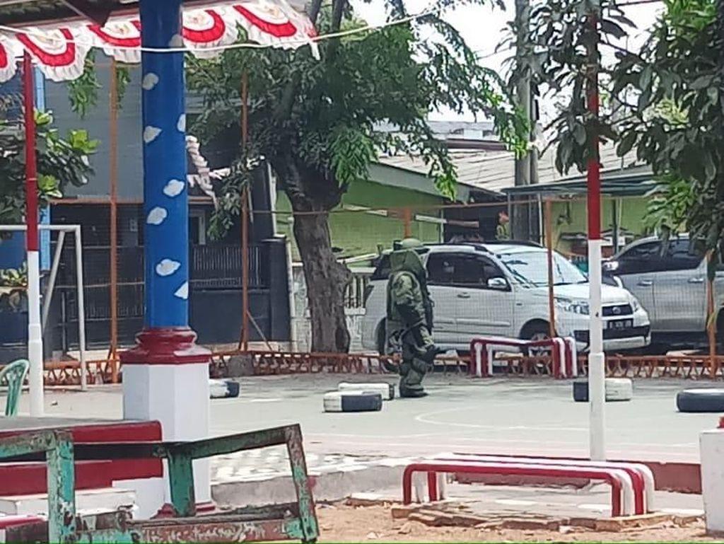 Tim Jibom Disposal Bahan Peledak di Rumah Terduga Teroris di Jakut