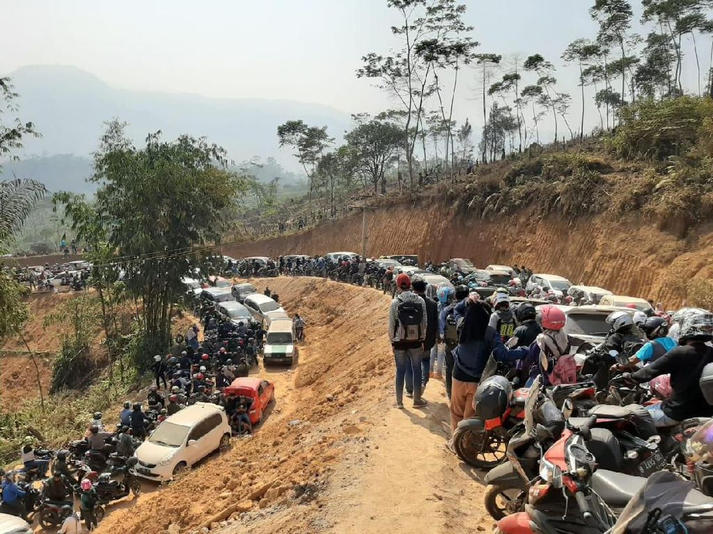 Viral, Negeri di Atas Awan Gunung Luhur Diserbu Pengunjung