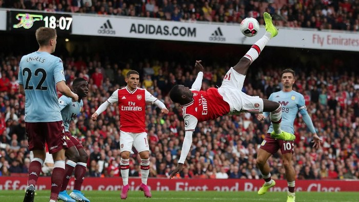 Soccer Football - Premier League - Arsenal v Aston Villa - Emirates Stadium, London, Britain - September 22, 2019  Arsenals Nicolas Pepe shoots at goal   REUTERS/Hannah McKay  EDITORIAL USE ONLY. No use with unauthorized audio, video, data, fixture lists, club/league logos or