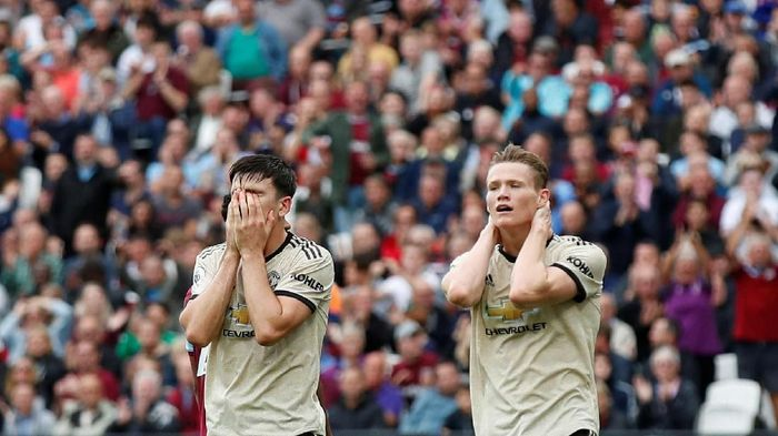 Soccer Football - Premier League - West Ham United v Manchester United - London Stadium, London, Britain - September 22, 2019  Manchester Uniteds Harry Maguire and Scott McTominay react after a missed chance  REUTERS/David Klein  EDITORIAL USE ONLY. No use with unauthorized audio, video, data, fixture lists, club/league logos or