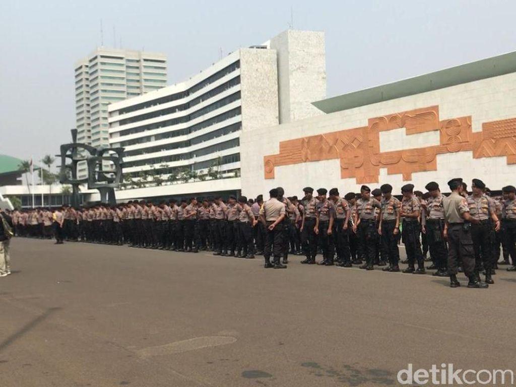 Polri-TNI Gelar Apel Pengamanan Jelang Unjuk Rasa di DPR