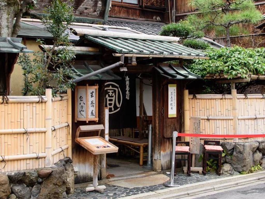Menikmati Soba Autentik di Restoran Paling Tua di Jepang Berusia 554 Tahun