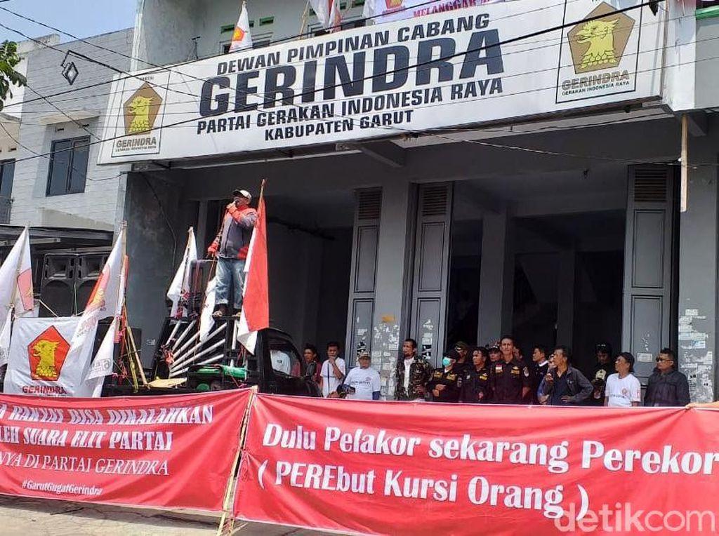 Pendukung Ervin Minta Gerindra Batalkan Penetapan Mulan Jameela
