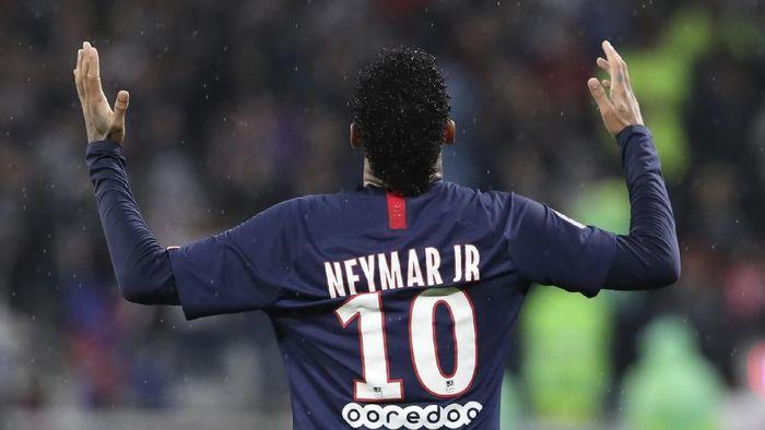 Neymar memenangkan PSG di markas Lyon dengan skor 1-0 pada lanjutan Liga Prancis 2019/2020. (Foto: Laurent Cipriani/AP Photo)