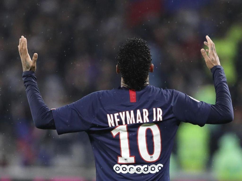 Dani Alves: Hati Neymar Masihlah di Barcelona