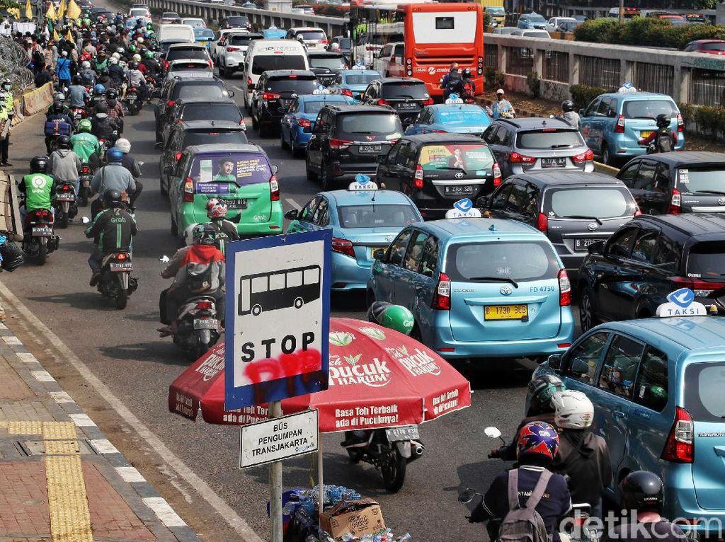 Potret Macet Akibat Demo di Depan Gedung DPR