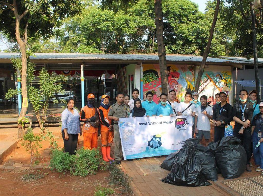 Jakarta Aquarium Ajak Warga Bersihkan Sampah Plastik