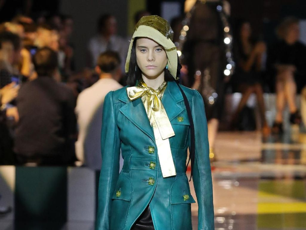 Foto: 15 Busana Timeless dari Prada di Milan Fashion Week 2019