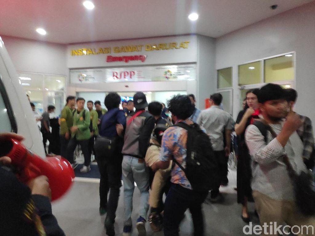 Penuh Drama di IGD, Demonstran Panik dan Luka Minta Telepon Mama