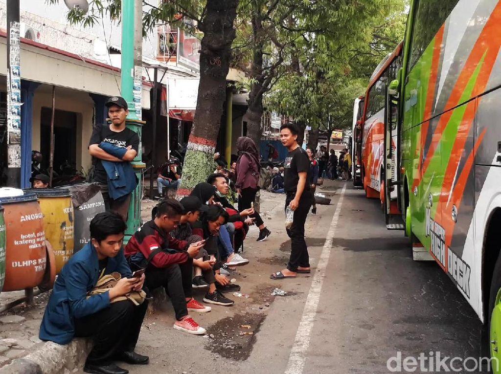 Sempat Tertahan di Brebes, Mahasiswa Semarang Bergerak ke Jakarta
