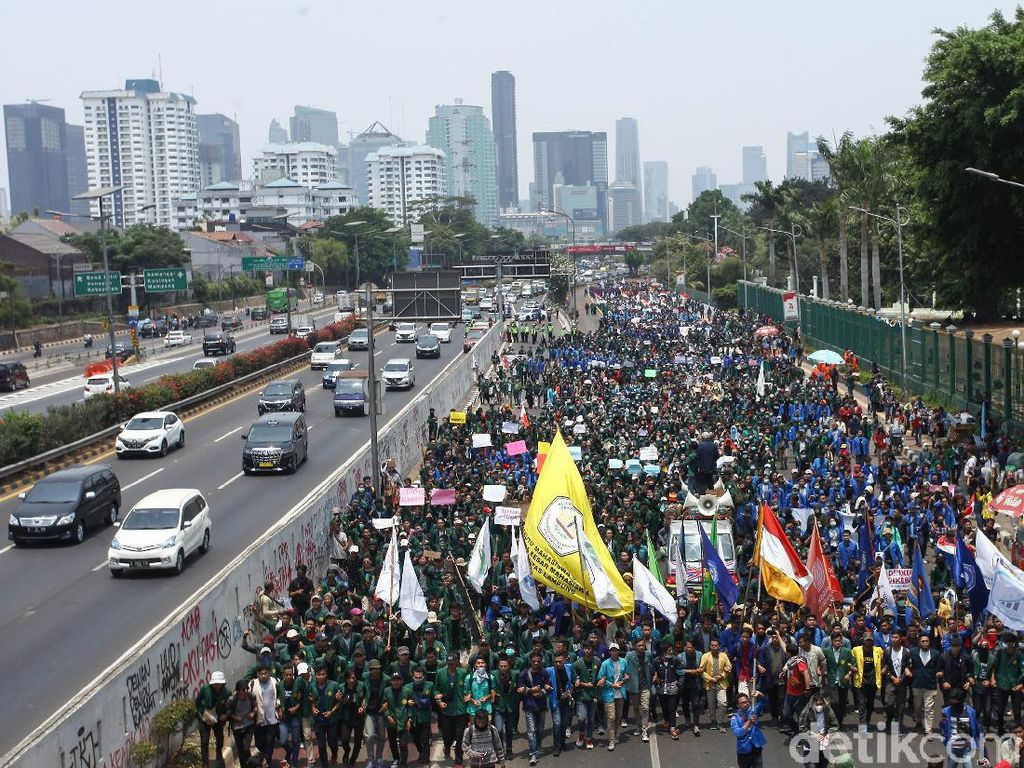 Ramai Aksi Demo, Bikin Konsumen Mercy Tunda Pembelian