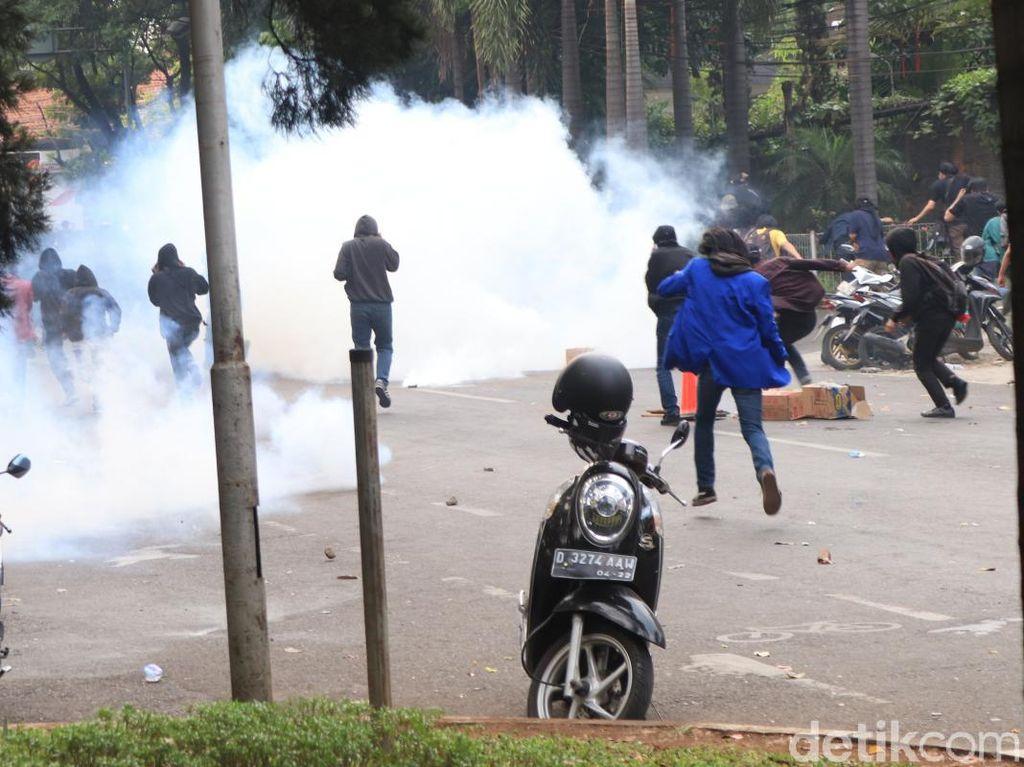 Demo Ricuh di Bandung Timbulkan Korban dari Polisi-Mahasiswa