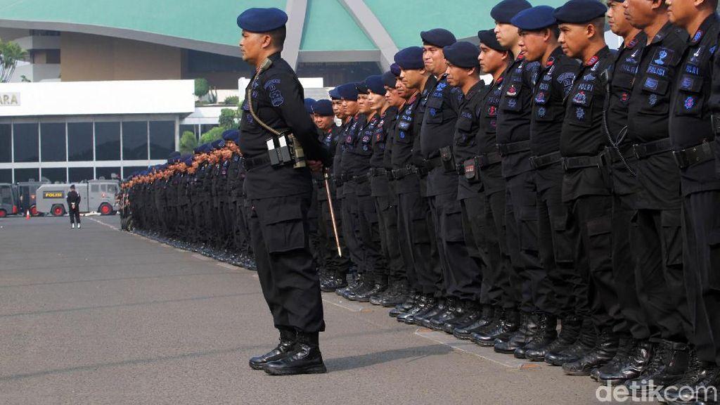 Penampakan Deretan Aparat Polisi yang Amankan Demo di DPR Hari Ini
