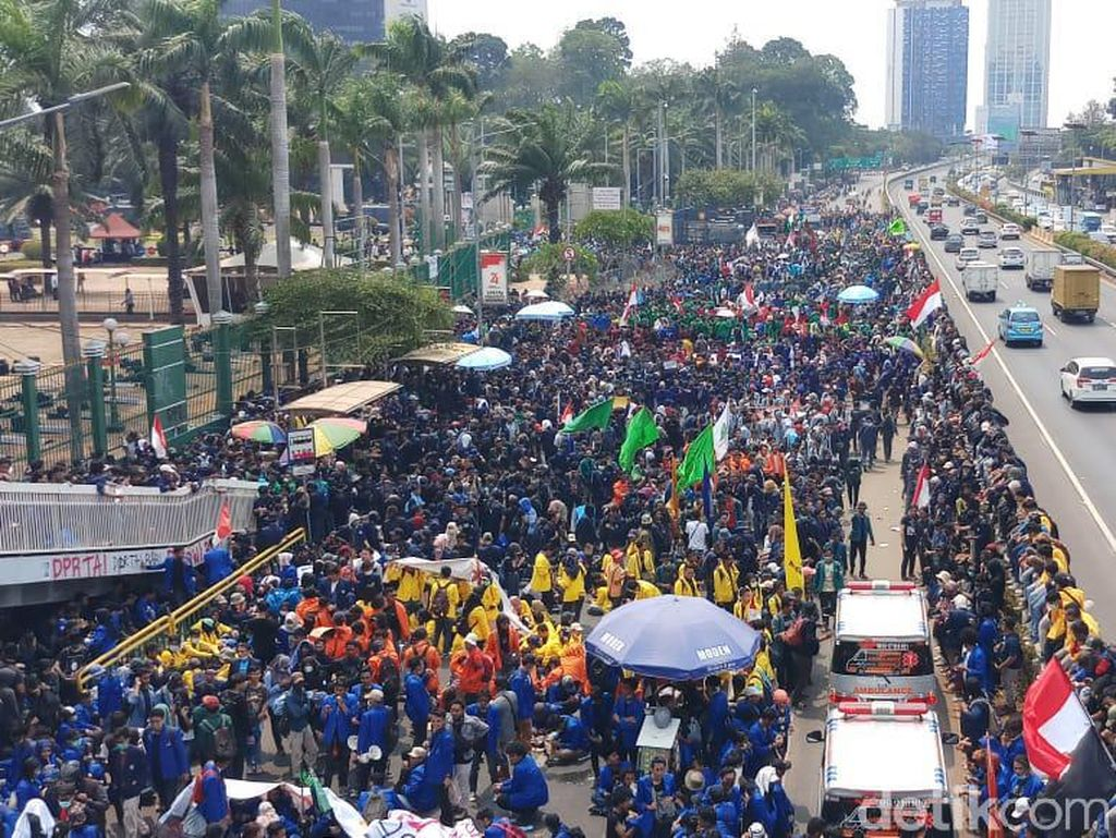 Aksi di DPR, Ketua YLBHI: Rezim Infrastruktur Tak Mau Diganggu Korupsinya