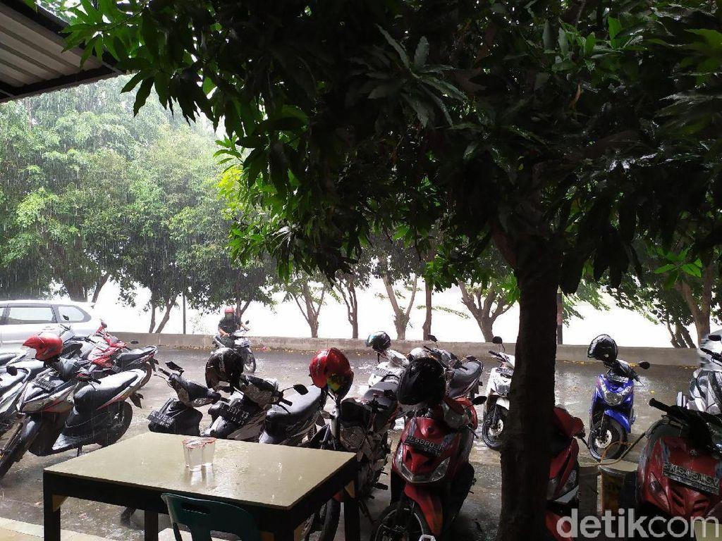 Hujan Guyur Banda Aceh tapi Asap Masih Betah di Tanah Rencong