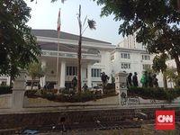 Mahasiswa sempat merusak kantor DPRD Jabar Bandung