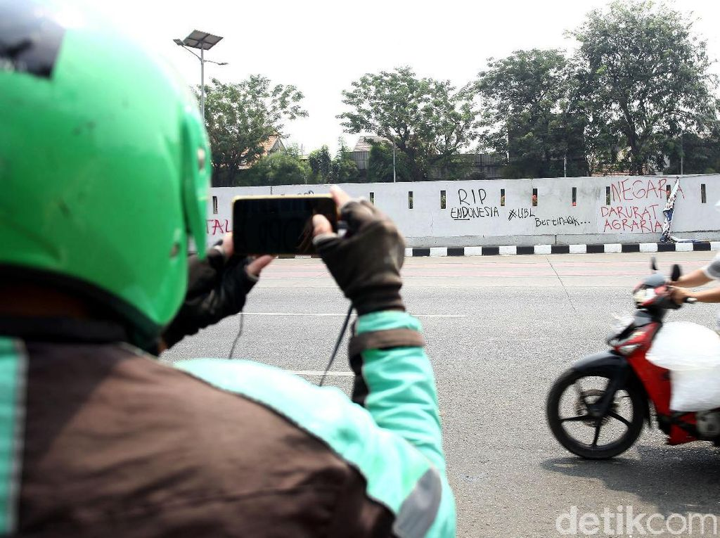 Vandalisme Warnai Aksi Demo di Depan Gedung DPR