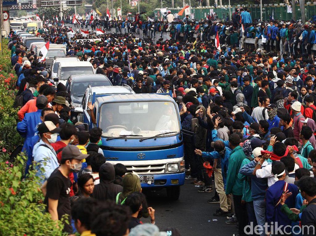 RI Diserbu Demo Sepekan Penuh, Ngaruh ke Inflasi Nggak?