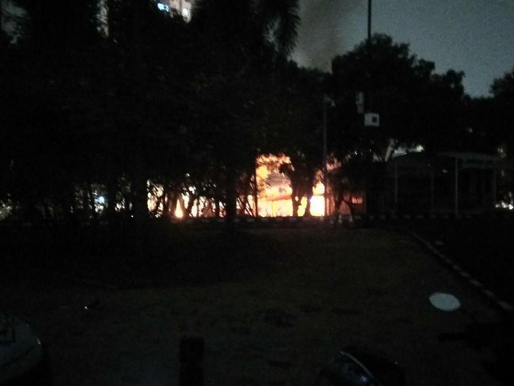 17 Perusuh Demo Ditangkap Terkait Pelemparan Molotov Pospol Slipi