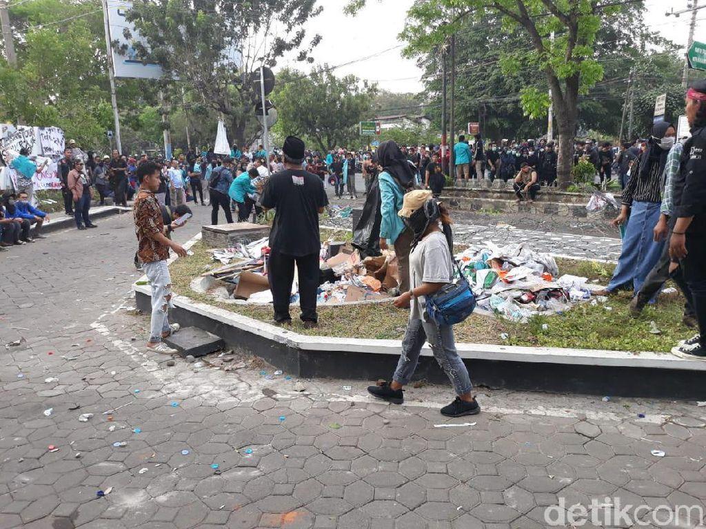 Massa Aksi #BengawanMelawan di Solo Mulai Bubarkan Diri