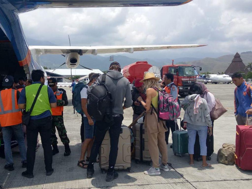 Jenazah Satu Keluarga Korban Rusuh Wamena Diterbangkan ke Makassar