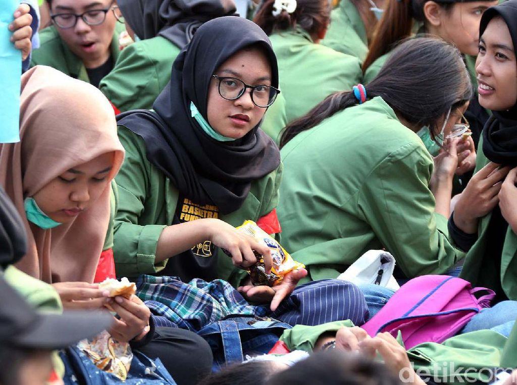 Tips Jaga Kesehatan Kulit untuk Mahasiswi Setelah Panas-panasan Demo RKUHP
