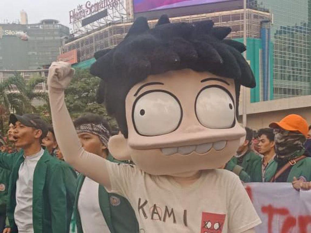 Si Juki Bersama Mahasiswa Ikut Aksi di Gedung DPR