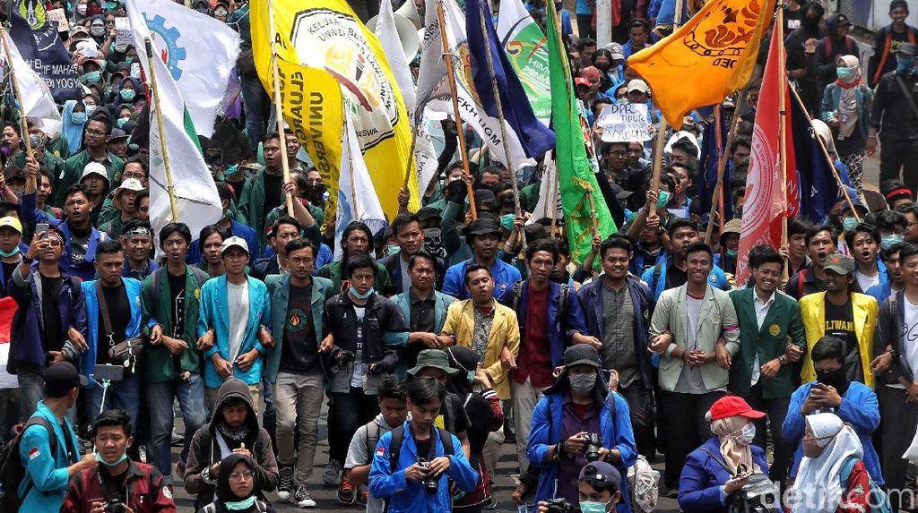 Eksodus Mahasiswa Menuju Gedung DPR