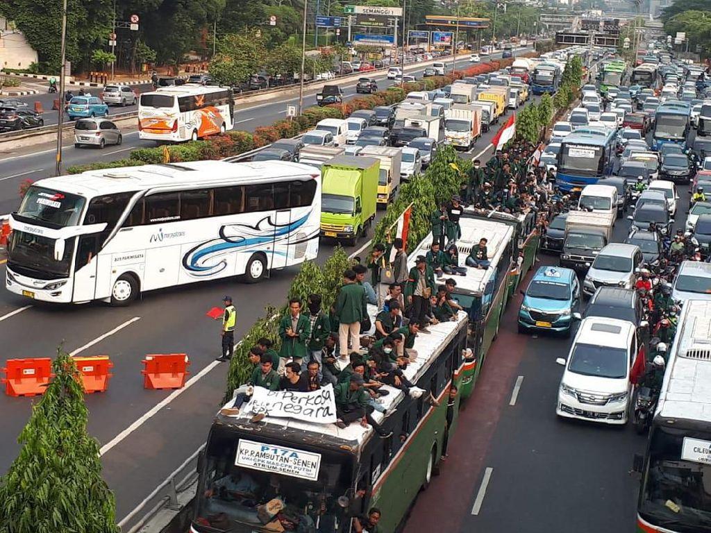 Lalin Tol Depan DPR Ditutup Imbas Demo Mahasiswa, Begini Rekayasanya