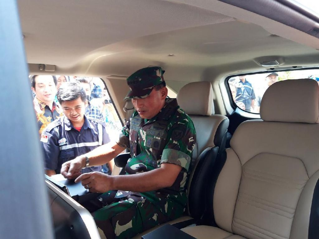 Kepala Staf TNI AU Jajal Mobil SUV Esemka