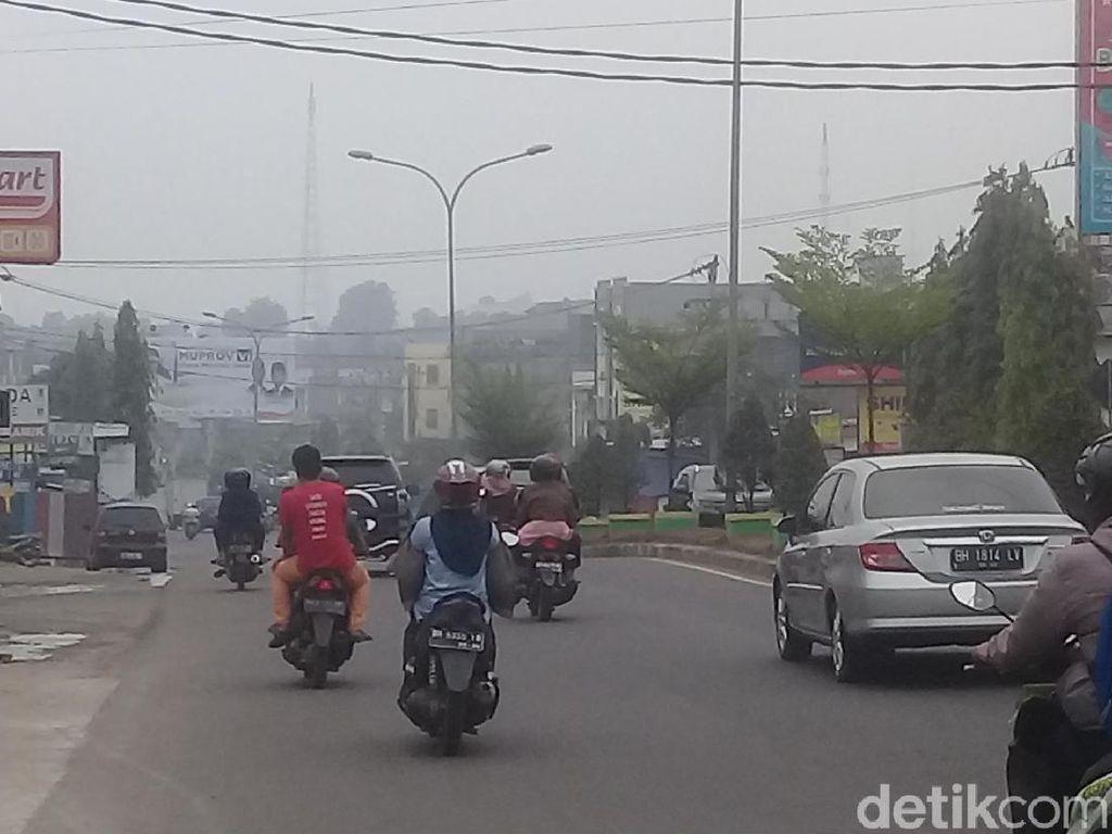 Sudah Diguyur Hujan, Udara Berselimut Asap di Jambi Masih Tak Sehat